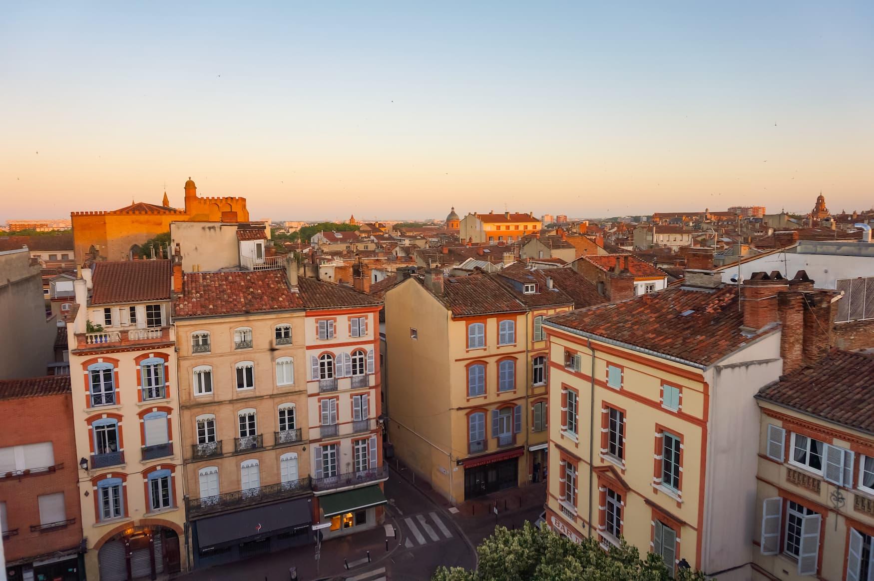 Ausblick über das Warmes Stadtviertel in Toulouse