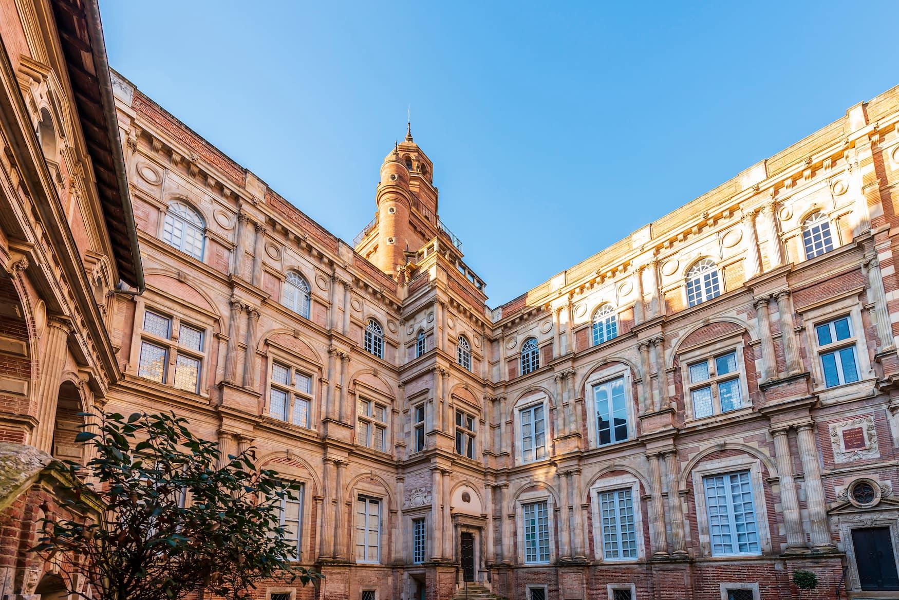 Das Hôtel d'Assézat ist eine der Sehenswürdigkeiten in Toulouse
