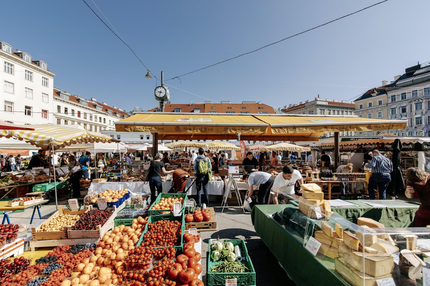 Karmelitermarkt in Wien bei Sonnenschein