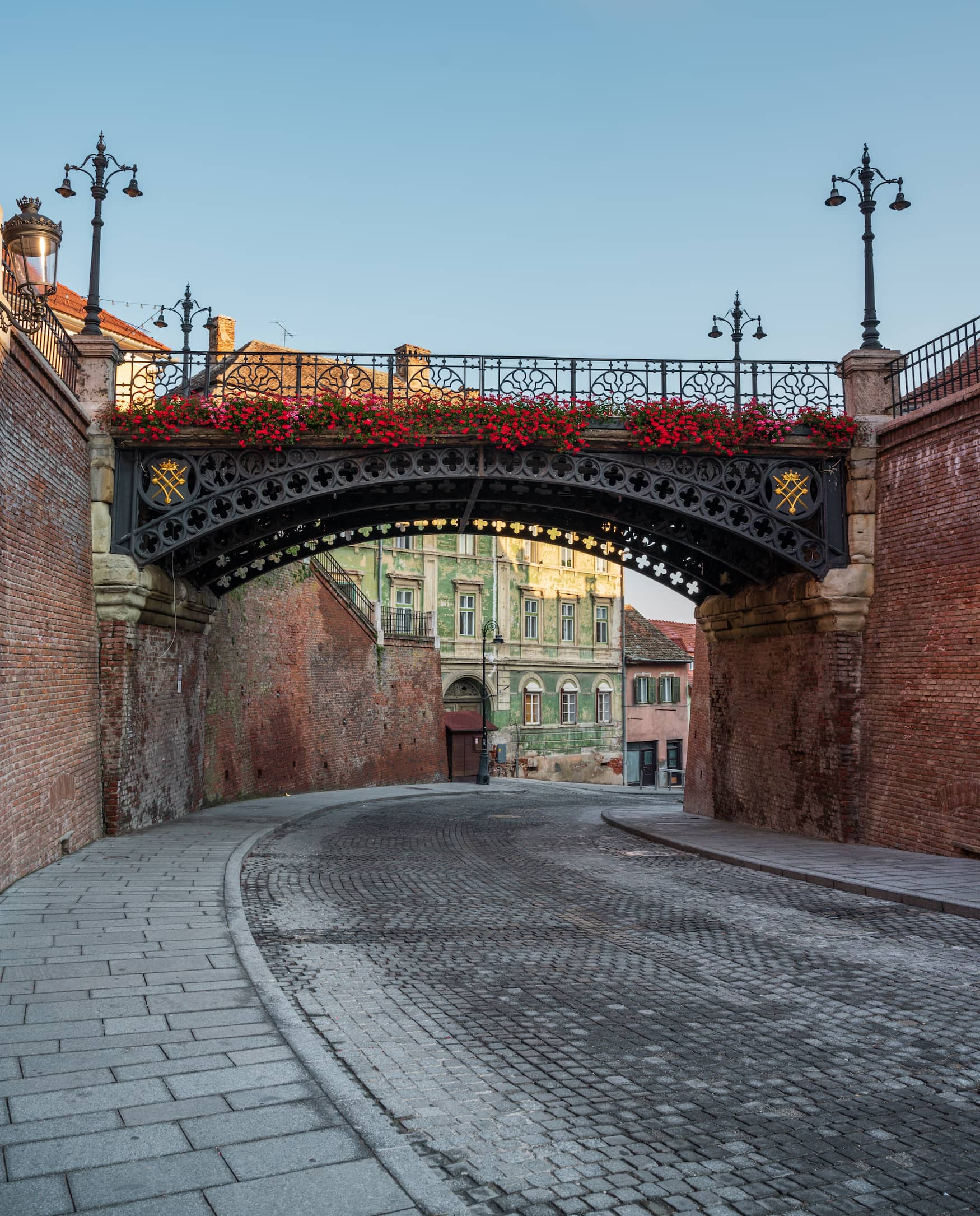 Über die Lügenbrücke in Sibiu solltet ihr bei einer Reise nach Transsilvanien spaziert sein