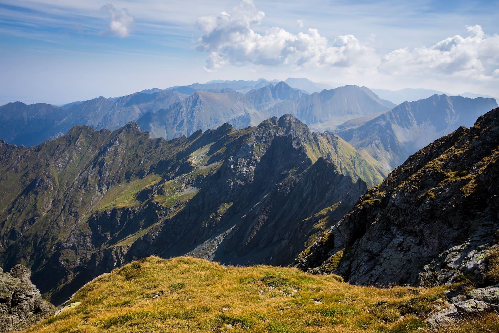 Während einer Reise nach Transsilvanien sollte man unbedingt in den Karpaten wandern gehen