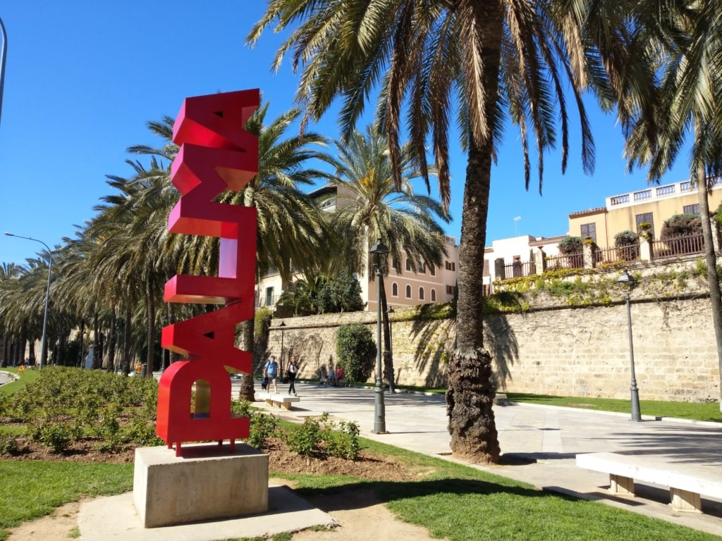 Selfie auf Mallorca: Palma-Schriftzug in der Hauptstadt