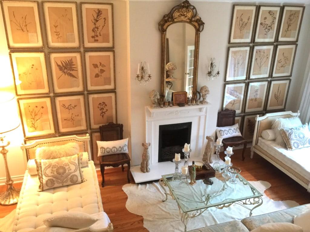Wohnzimmer einer Airbnb-Wohnung in Toronto