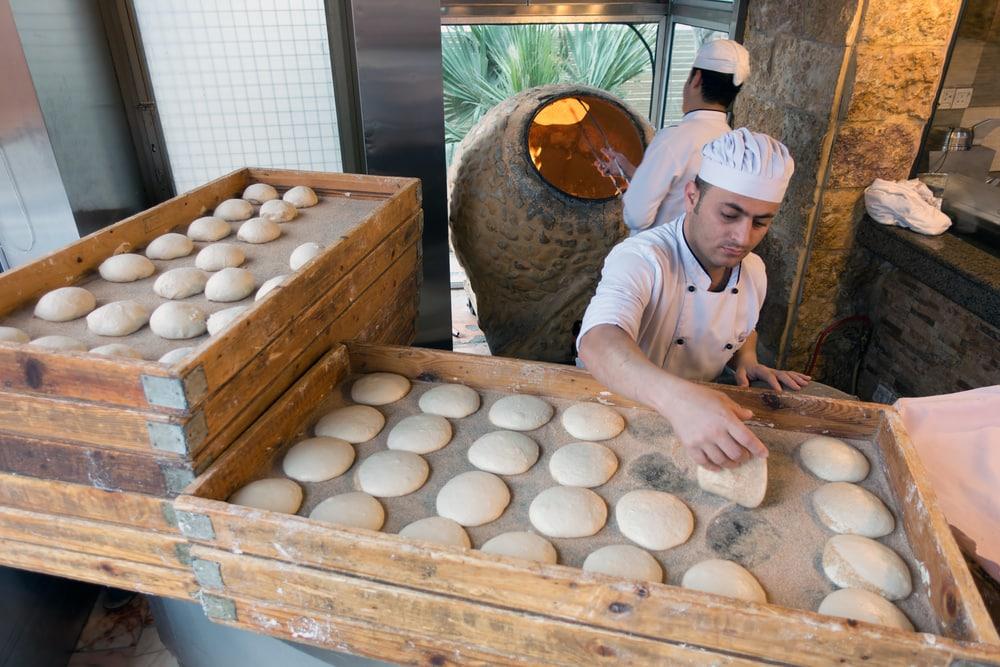 Land und Leute kennenlernen: Brotbacken in Jordanien