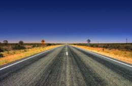 Linksverkehr: Landstraße in Australien