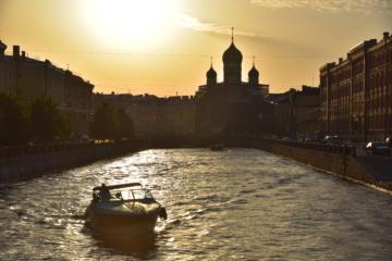 Sonnenuntergang in Sankt Petersburg - Russland
