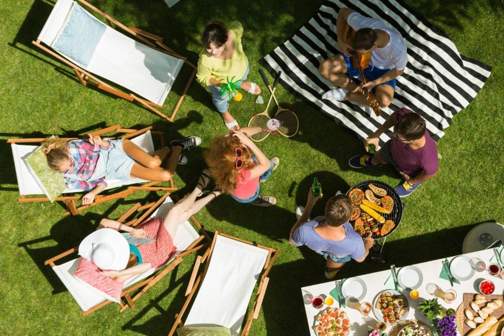 Campingplatz-Knigge: Rücksicht nehmen während einer Party