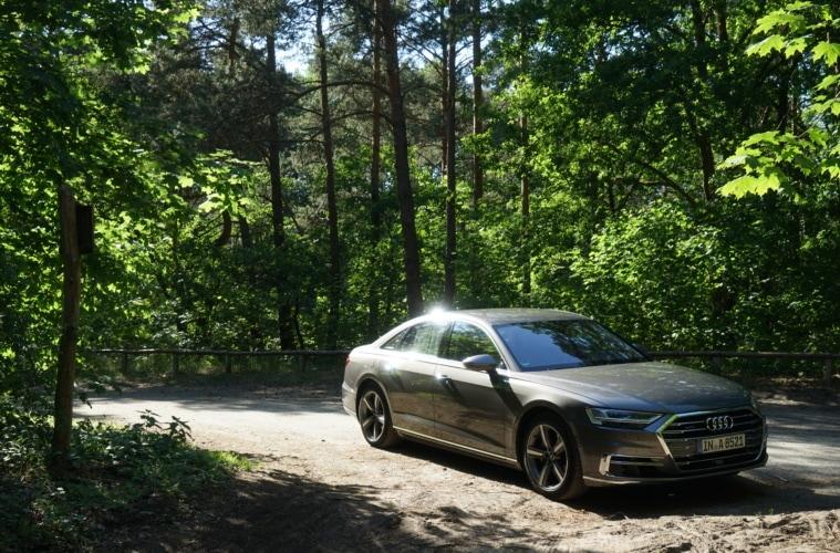 Der neue Audi A8 am Wegesrand. Was für ein Anblick!