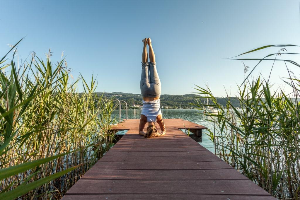 Yoga auf Steg - The Original FX Mayr, Wörthersee, Yoga in Deutschland, Yogahotel