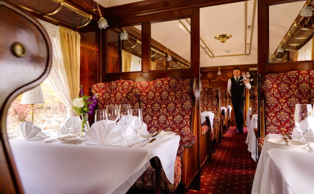 In der Glenlo Abbey lässt es sich in einem alten Wagon des Orient Expresses dinieren.