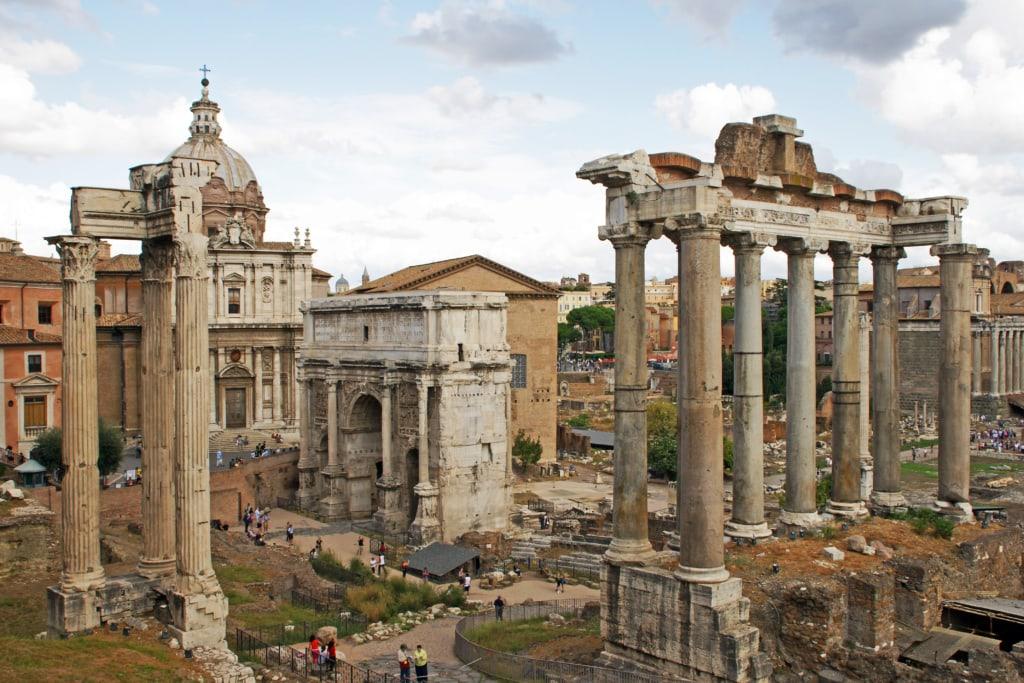 Mit der Vespa durch Rom: Besuch des Kolosseums