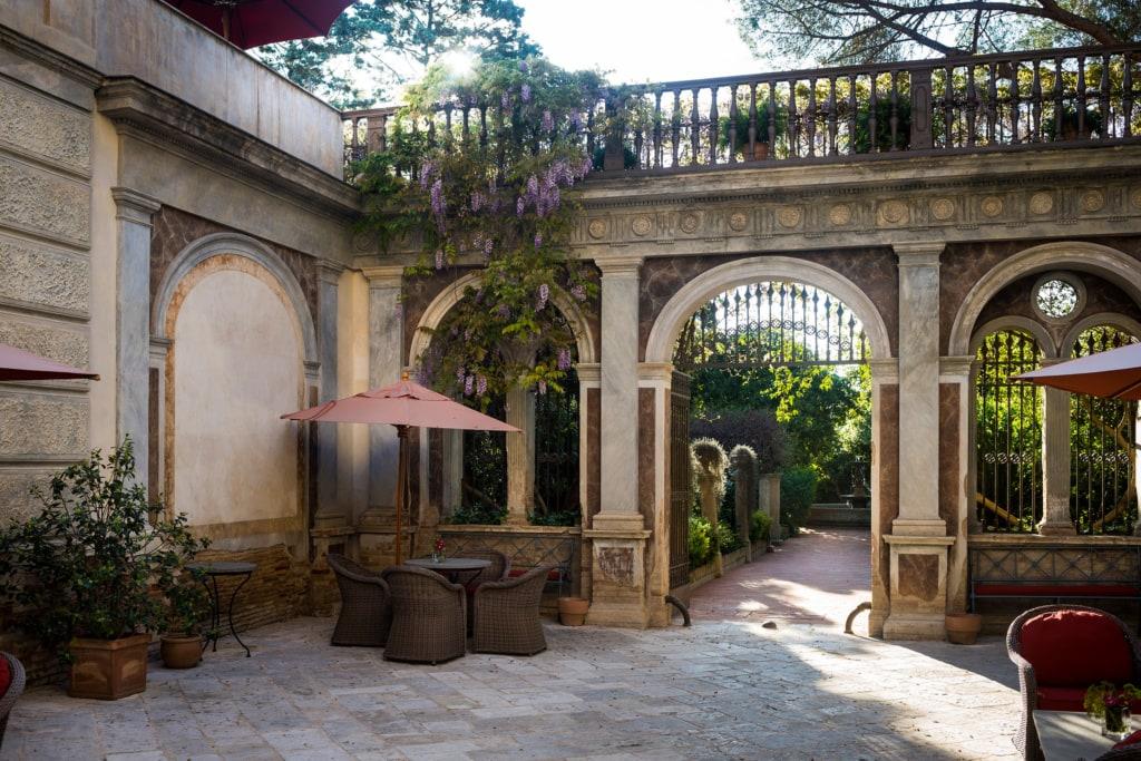 Francis Ford Coppola besitzt viele Hotels, unter anderem diesen tollen historischen Palast in Süditalien.