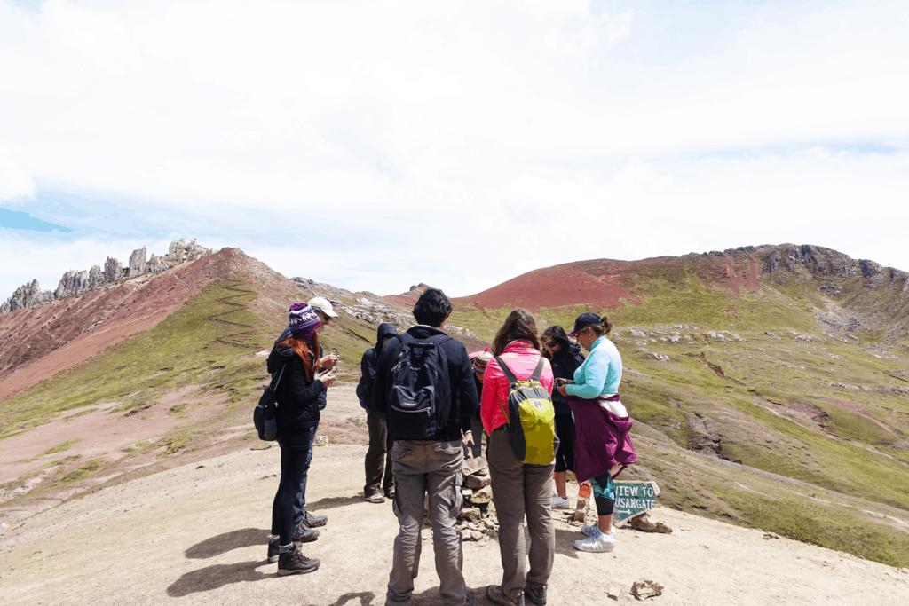 Teilnehmer einer Tour zum Rainbow Mountain