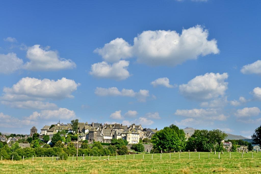 Dorf Salers in der Auvergne in Frankreich
