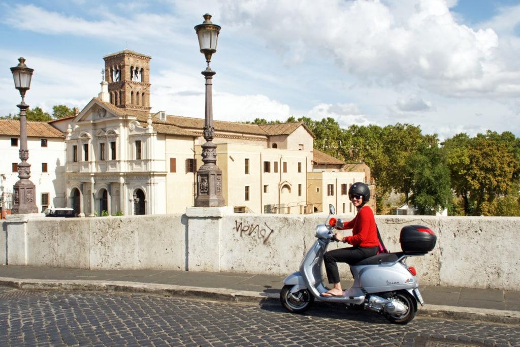 Mit der Vespa durch Rom