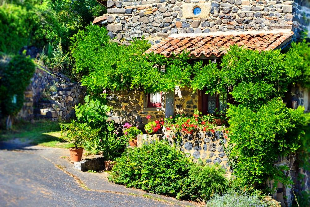 Die schönsten Dörfer der Auvergne: Usson in Frankreich
