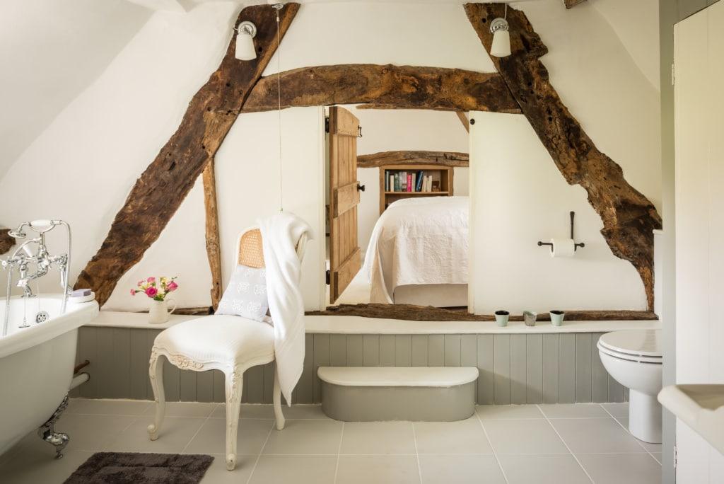 Das Fairie Door Cottage ist urig gemütlich eingerichtet.