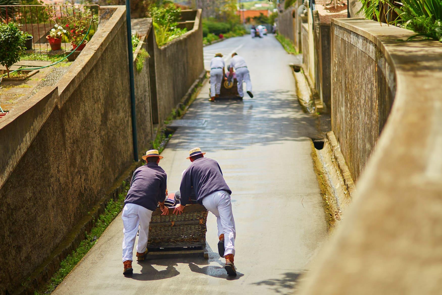 Einer unserer Madeira Tipps ist eine Korbschlittenfahrt