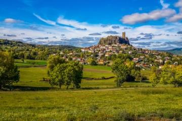 Blick auf das Schloss von Polignac
