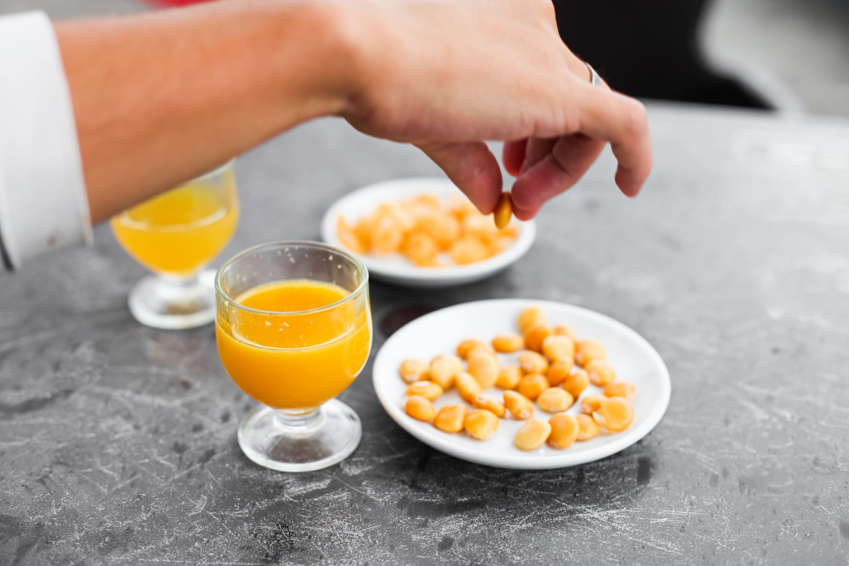Einer unserer Madeira-Tipps: Das typische Getränk Poncha probieren
