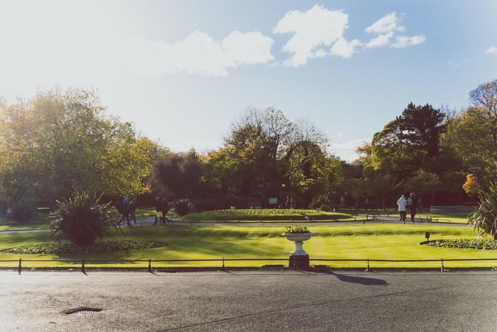 Sonniger Herbsttag im St. Stephens Green park in Dublin