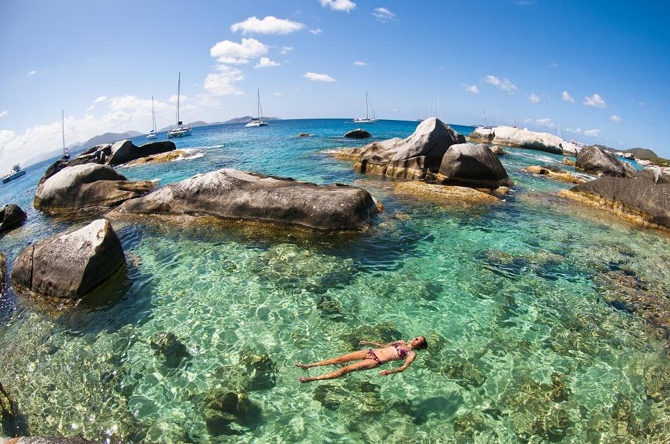 Segeln auf den BVI - Insel Virgin Gorda in der Bucht The Baths