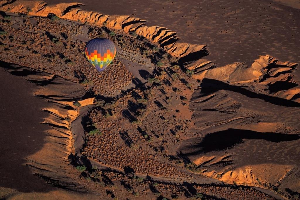 Heißluftballon über der Namib