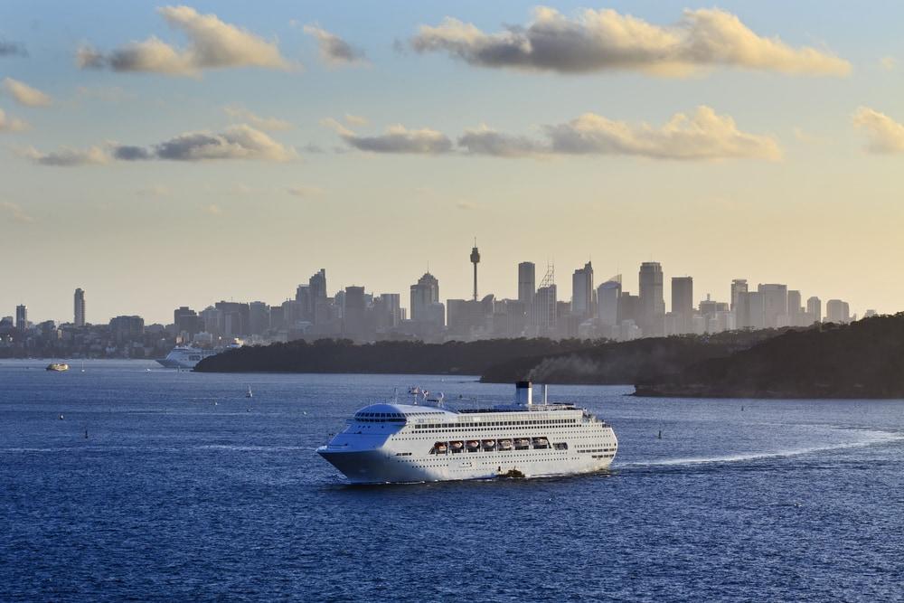 Kreuzfahrt-Schiff vor Sydney