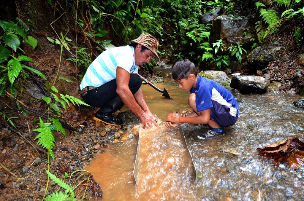 Goldwäscher auf der Ora-Halbinsel in Costa Rica