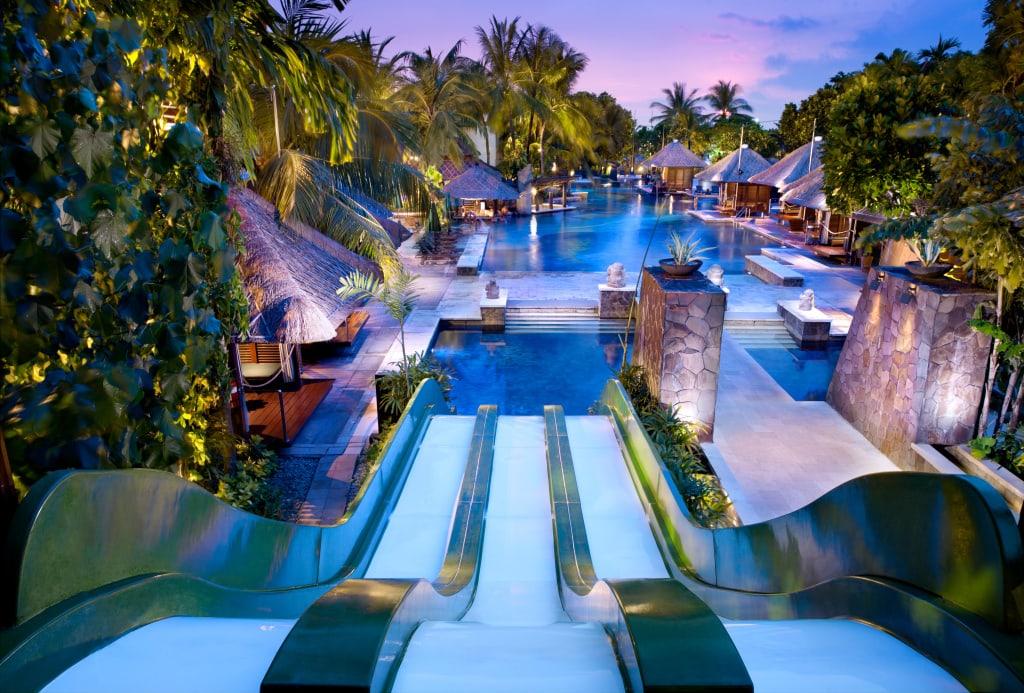 Pool und Wasserrutsche im Hard Rock Hotel Bali