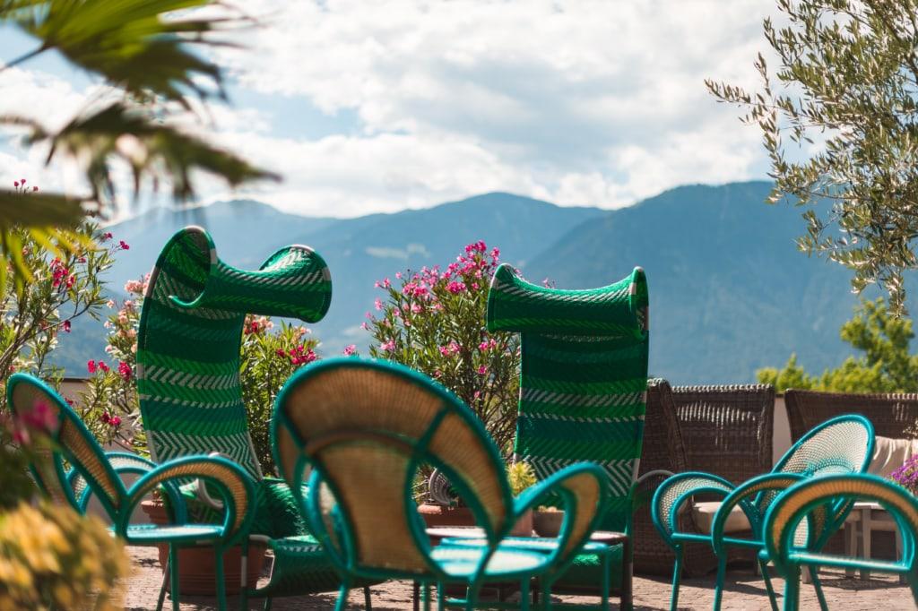 Design und Architektur in Südtirol: Hotel Muchele, Terrasse mit Moroso-Sessel
