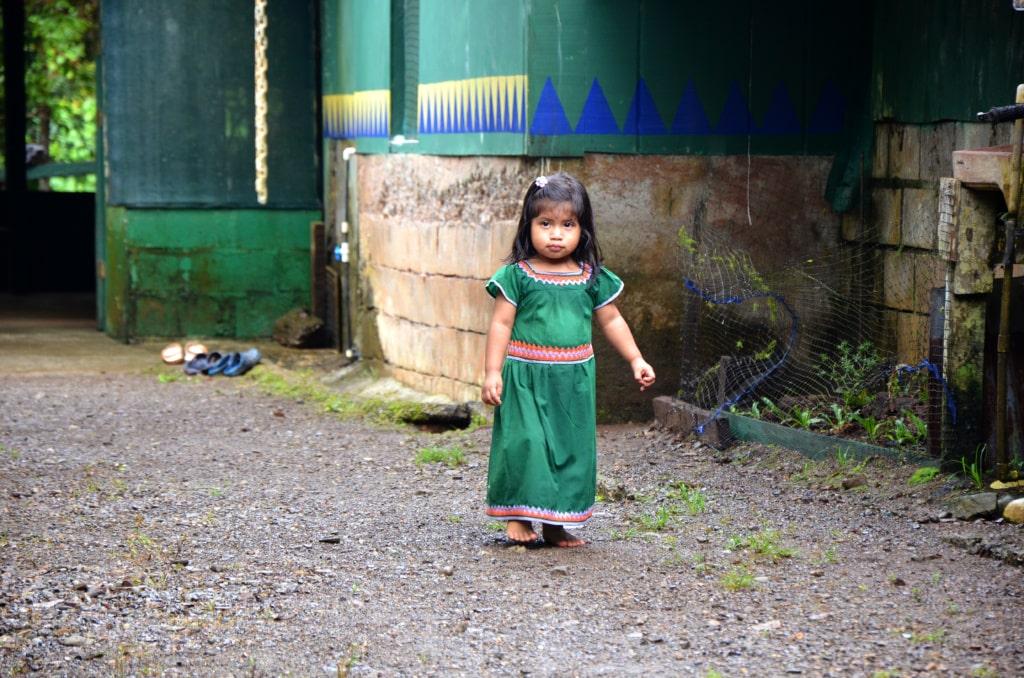Mädchen auf der Ora-Halbinsel