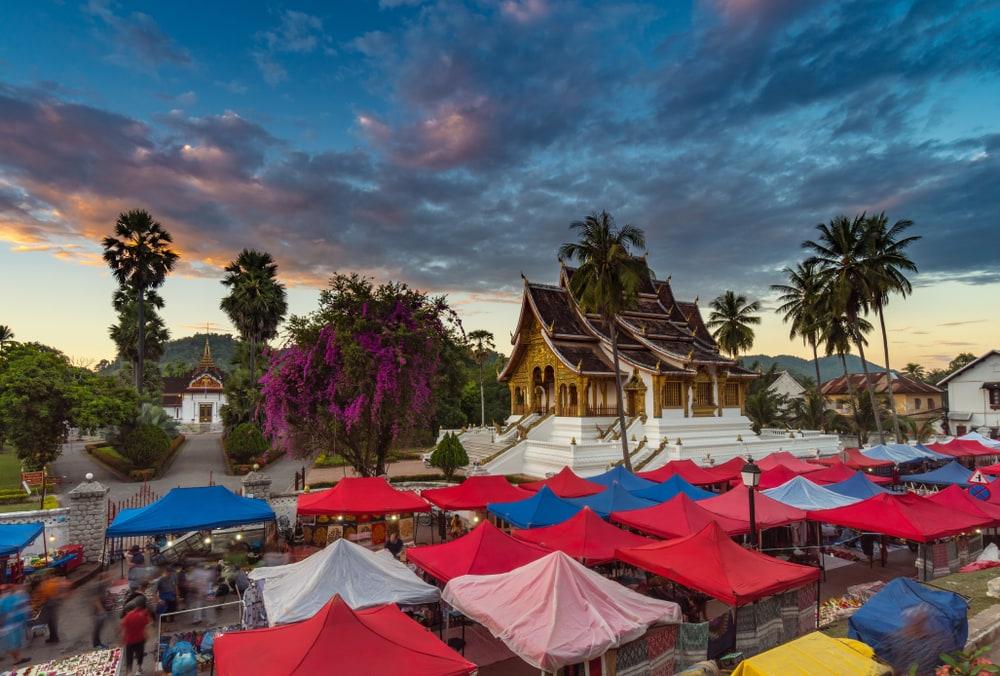 Markt vor Nationalmuseum in Luang Prabang