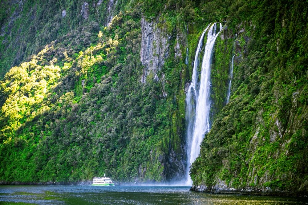 Wasserfall im Milfort Sound in Neuseeland