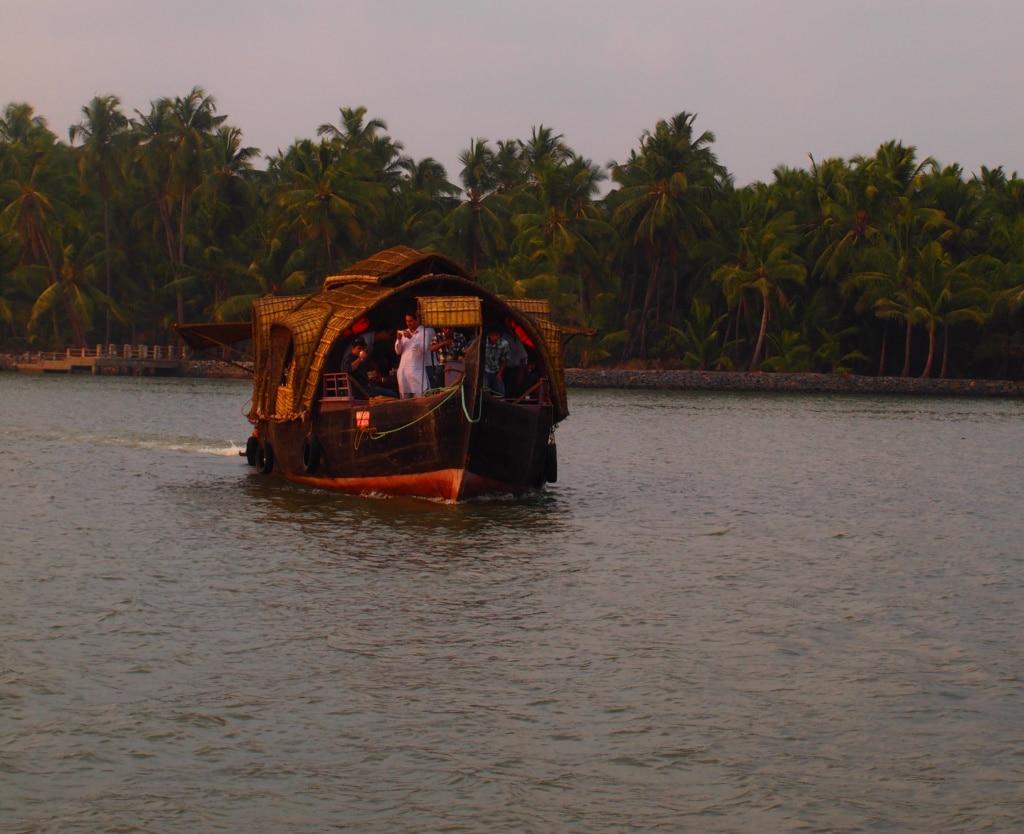 Unterwegs auf den backwaters mit dem Hausboot in kerala