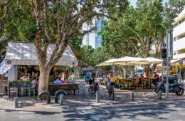 Cafe auf dem Rothschild Boulevard in Tel Aviv