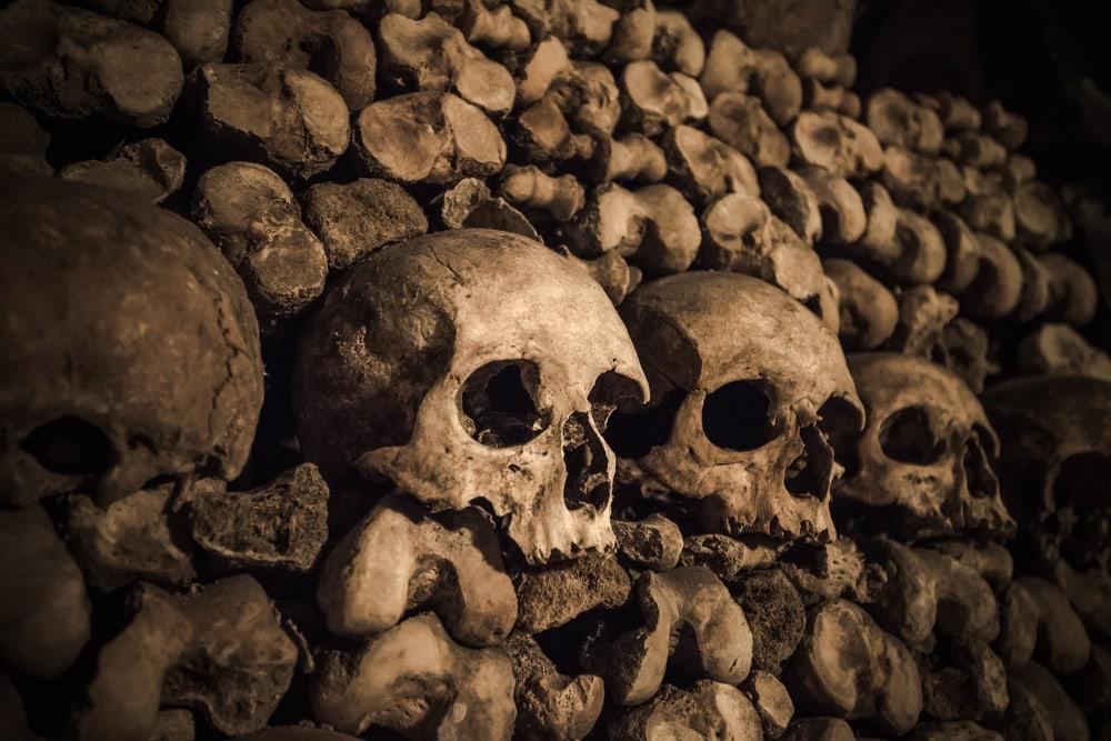 Orte zum Gruseln: Katakomben in Paris