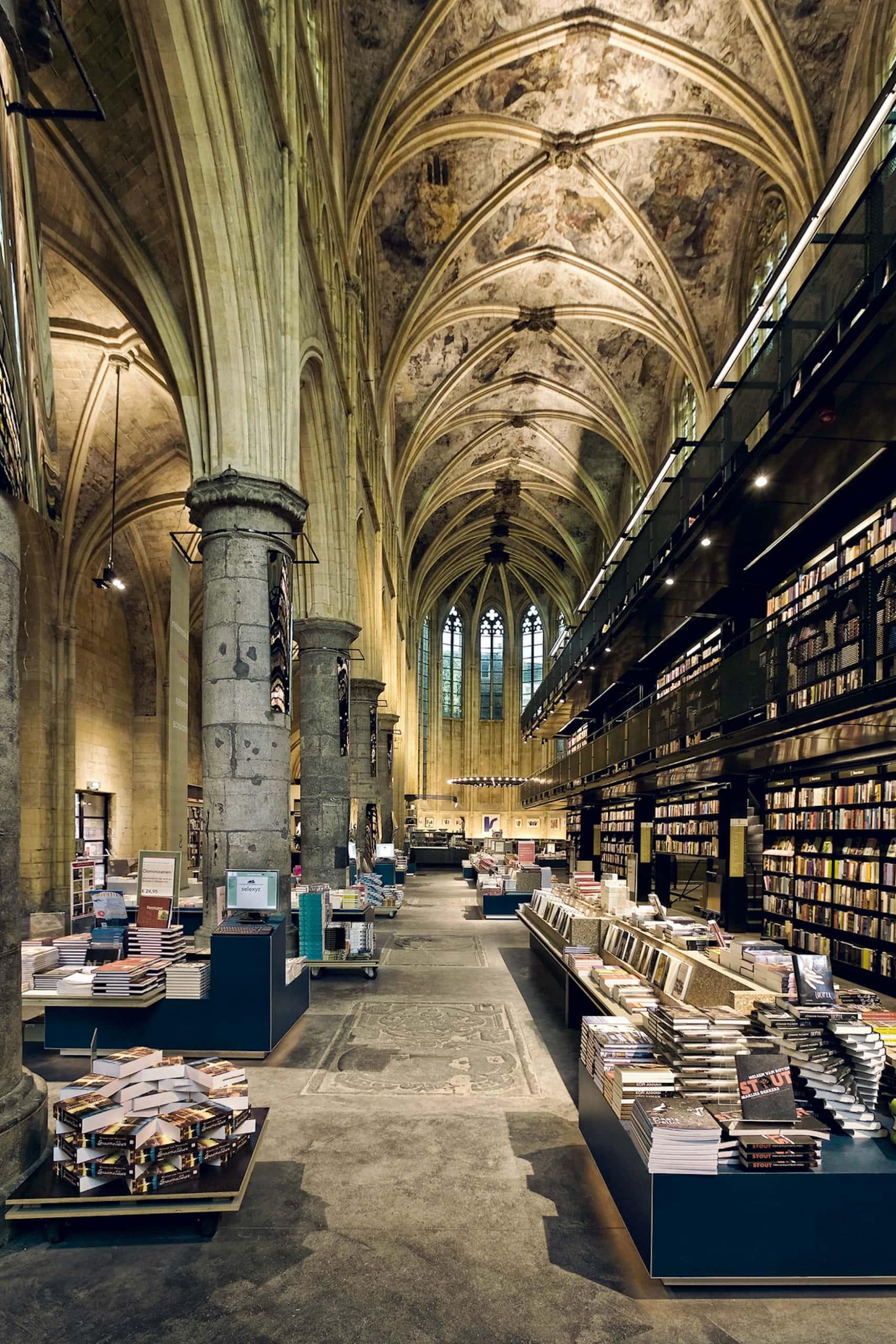 Der Dominicanen Boekhandel befindet sich im Inneren einer Kirche