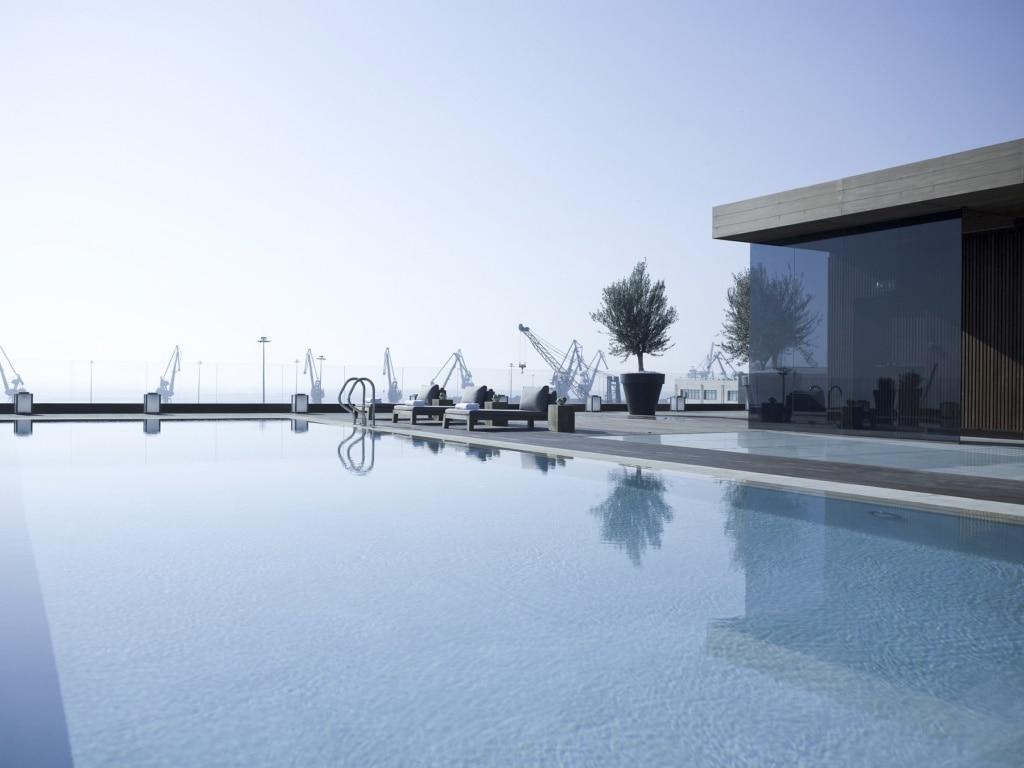 Vom Dach des The MET der Design Hotels in Thessaloniki genießt man eine unglaubliche Aussicht.