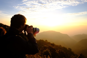 Fotograf macht Bild von Landschaft