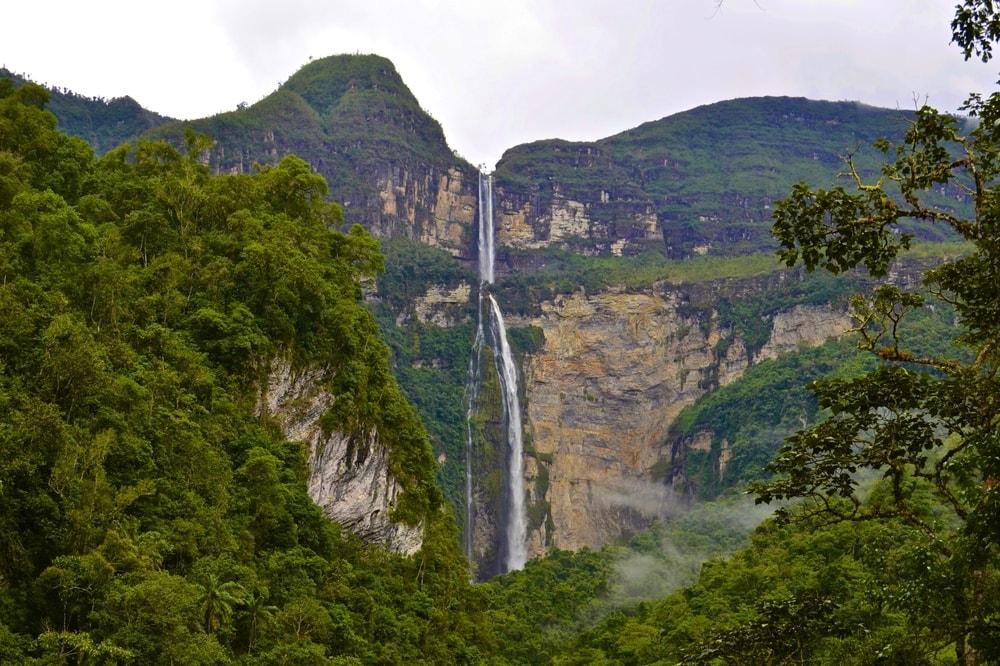 Der Gocta Wasserfall im Regenwald zwischen Anden