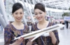 Die beste Flugverbindung nach New York: Singapore Airline Girls am Düsseldorfer Flughafen