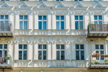 unerlaubte Zweckentfremdung von Wohnraum:Fassade eines Luxus-Wohnhauses