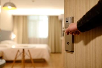 Hotelzimmer wird geöffnet