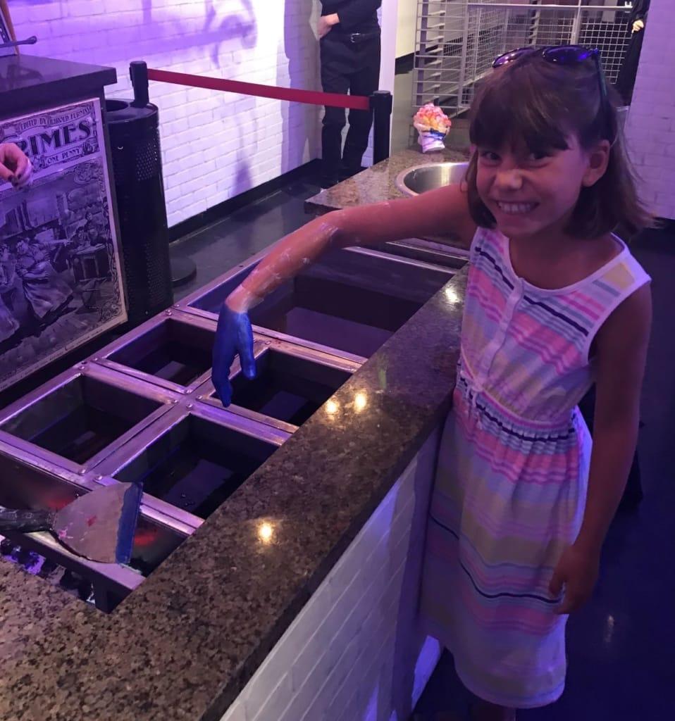 Mädchen zu Besuch in Madame Tussauds in Las Vegas