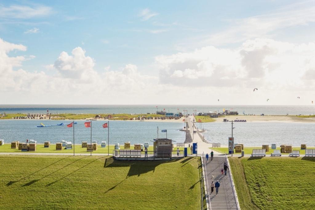 Promenade vor dem Küstenperle Strandhotel & Spa