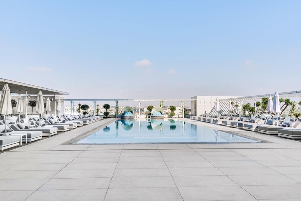 Swimmingpool im Radisson Blu Hotel Larnaca