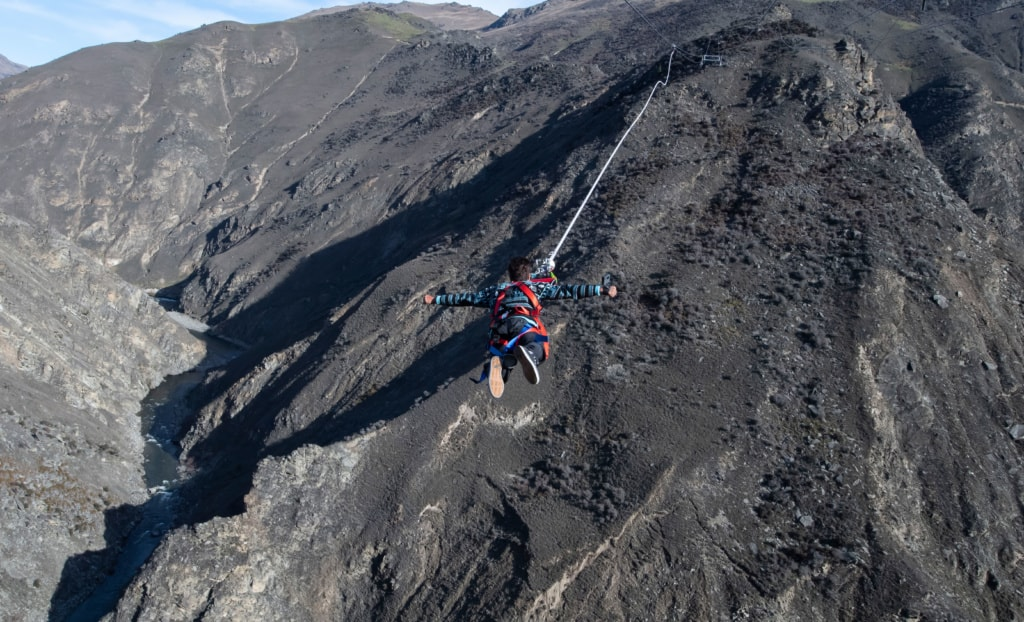 Beim Nevis Catapult in Queenstown schießt man 150 Meter über das beeindruckende Tal.