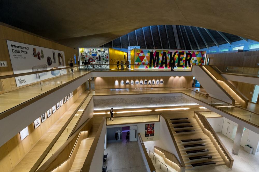 Museum von innen mit Schriftzug Maker.