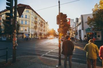 Stadtviertel in Berlin bei Dämmerung
